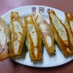 東陽軒 - 餃子 \450 見事なキツネ色です
