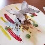 レクスキ フレンチetワイン - デセール~六甲山の黒アゲハを模したチョコレート 六甲山の蜂蜜の入ったアイスクリーム