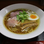 麺や なないち - 料理写真:とりしょうゆ(800円、斜め上から)