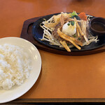 カウベル - 料理写真:ふっくらハンバーグゴボウチップ♡
