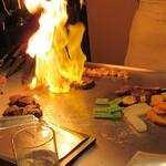 ステーキハウス蜂 - お肉が焼ける匂い!