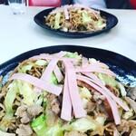 石田屋やきそば店 - 料理写真:肉ハム野菜特盛