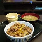 なか卯 - 料理写真:和風牛丼、とん汁、卵
