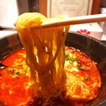 ビストロ 翔良 - 激辛!レッドラーメン麺リフト