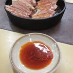 本店 鉄なべ - ポン酢に唐辛子たっぷりのラー油をイン