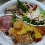 ソラカフェ - タパス9種類とサラダを盛り付け(タパスランチビュッフェ:\1,280、2012年4月)