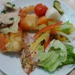 ソラカフェ - タパス4種類とサラダ(タパスランチビュッフェ:\1,280、2012年4月)