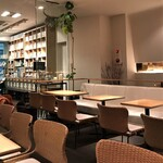 田頭茶舗 - 内観 平日19:30頃は私の他に3組と静かな店内です