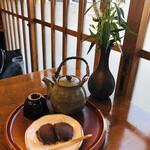 中将堂本舗 - お煎茶とよもぎ餅2個で300円♡