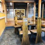 中将堂本舗 - 広々とした茶屋スペース。