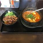 カルビ丼とスン豆腐専門店 韓丼 - カルビ丼ミニとホルモンスン豆腐セット¥950