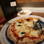 COMATSU - ピザも焼きたてが次々と