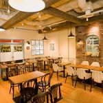 マンジェ・ラ・タルト - フランスのアンティークカフェのような雰囲気の店内