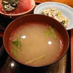 大阪炉端キッチンMARUDA-I - 海鮮丼・味噌汁