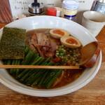 125795664 - 本日いただいたのは、バラ肉チャーシュー麺(醤油)にネギ、味玉をトッピングしました。