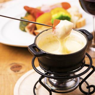 とろぉ~りチーズの人気メニュー♪彩り野菜のチーズフォンデュ