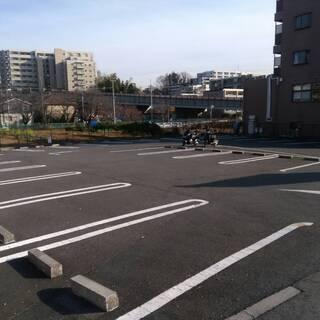 お車でのご来店の歓迎♪29台駐車可能な広い駐車場有ります♪