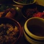 ナチュラルフードクッキング - 夜の定食(玄米ご飯、みそ汁、惣菜2種、揚げ物1種)