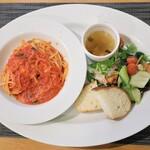 LUCE - 料理写真:パスタランチ バジリコとモッツァレラチーズのトマトソース