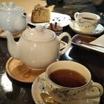 うさぎカフェ - 温かい紅茶 (セイロン)とセットで1200円 税込み