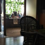 うさぎカフェ - この向こうに本物のウサギちゃんがいます