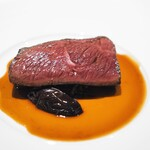125806768 - 蝦夷鹿のロースト 鹿のコンソメと赤ワインのソース