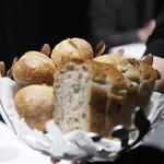 ル・マンジュ・トゥー - シニフィアン・シニフィエのパン