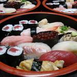 鶴生館 - お寿司(松) その日の最上のネタとお好みに合わせてお造りすることも可能です。