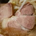肉汁らーめん 公 - らーめん中・全マシ(830円)