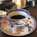 ザ・ミュンヒ - 古伊万里のカップ&ソーサでいただくノーマル寄りのコーヒー。1400円ε-(´∀`; )