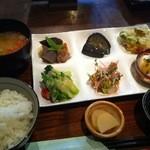 12582275 - 野菜いっぱい六種御膳 です!
