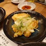 天ぷら酒場 KITSUNE - ネギ塩鶏天(480円))