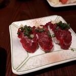大川荘 - 馬刺しの握り寿司、これ旨いです。