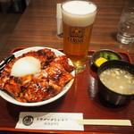 ドライブインいとう豚丼名人 - 料理写真:肉盛り とろ~り温泉たまご豚丼 & 生ビール
