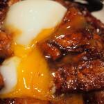 ドライブインいとう豚丼名人 - 肉盛り とろ~り温泉たまご豚丼(温泉たまご)