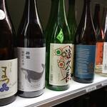 125835073 - 飲み放題の日本酒(上段)