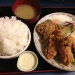 定食や - 鶏の唐揚げとカキフライの定食