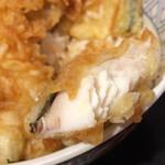 海鮮工房 鰻ま屋 - ふっくらと揚がっているのはいいけど大味。小ぶりならもっと美味しかったと思うとちょっと残念。