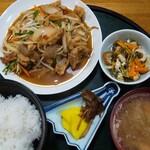 食事処日の出 - 料理写真:モツ炒め定食  850円
