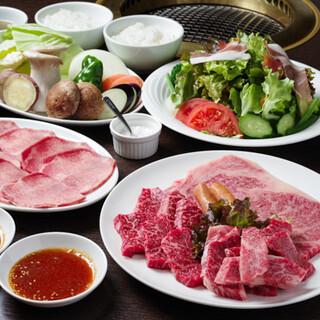 肉と野菜がバランスよく食べられる「ふれあいセット」がおすすめ