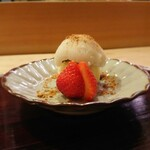 125856798 - デザートはわらび餅・苺・あんこにバニラアイス 202002
