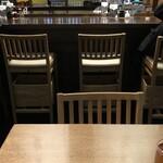 酒蔵レストラン宝 - テーブル席