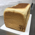 高級食パン専門店 嵜本 - 取り出したところ