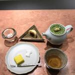 125871005 - 季節のほうじ茶 & 季節の菓子