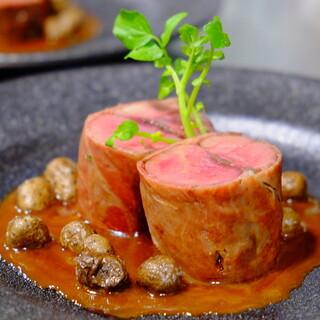 【スペシャリテ】天然猪フィレ肉のサルティンボッカ