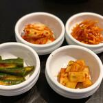韓国料理 benibeni - キムチ4種盛り合わせ