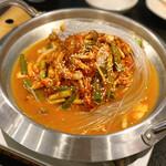 韓国料理 benibeni - ナッコプセ(牛スライスと手長タコの鍋)