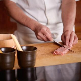 江戸前の職人技が押し上げる、豊洲直送の旬魚の美味を堪能