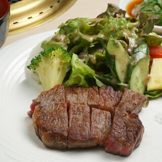 サーロインステーキからお手頃価格まで豊富なランチメニュー