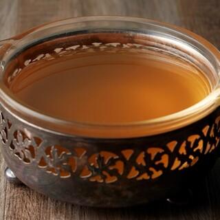 透き通った旨味が溶け込んだ「上湯スープ」